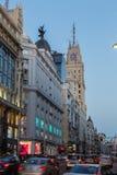 madrid Испания Gran через, главная торговая улица на сумраке стоковая фотография