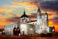 Madrid al tramonto - La Real de La Almudena di Santa Maria Immagini Stock Libere da Diritti