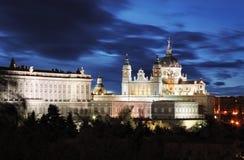 Madrid, Almudena Cathedral och Royal Palace - Spanien royaltyfri bild
