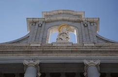 Madrid, Almudena Cathedral un giorno soleggiato luminoso Fotografie Stock