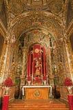 Madrid - altare e statua laterali del muerte di Santisimo Cristo de la buena dalla chiesa San Isidoro Fotografie Stock