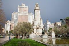 Madrid -   Cervantes monument på plazaen Espana Arkivbild