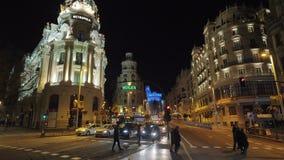 Madrid cityscape med den Gran Via gatan och metropolisbyggnad, Spanien stock video