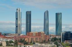 Madrid cityscape på dagen Landskap av den Madrid affärsbuildien royaltyfri bild