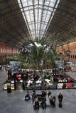 Interior del ferrocarril de Atocha en Madrid, España Fotografía de archivo libre de regalías