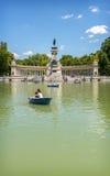 MADRID, EL 22 DE NOVIEMBRE: La gente disfruta de su tiempo libre en el Buen con referencia a Imagenes de archivo
