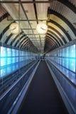 MADRID, ESPAÑA - 28 DE MAYO DE 2014: Interior del aeropuerto de Madrid, aria que espera de la salida Imagen de archivo