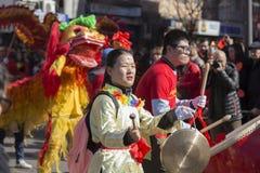 Madrid, España, desfile chino del Año Nuevo en la vecindad de Usera Foto de archivo