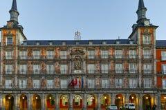 MADRID, ESPAGNE - 22 JANVIER 2018 : Maire de plaza avec la statue du Roi Philips III à Madrid Images stock