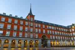 MADRID, ESPAGNE - 22 JANVIER 2018 : Maire de plaza avec la statue du Roi Philips III à Madrid Photographie stock