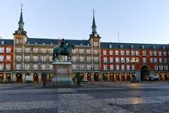 MADRID, ESPAGNE - 22 JANVIER 2018 : Maire de plaza avec la statue du Roi Philips III à Madrid Images libres de droits