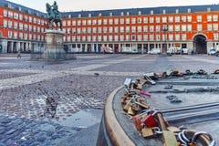MADRID, ESPAGNE - 22 JANVIER 2018 : Maire de plaza avec la statue du Roi Philips III à Madrid Photos libres de droits