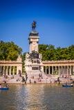 Madrid, Espagne - 15, juin 2014 : les gens montant de petits bateaux chez Parq Photographie stock libre de droits