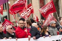 Drapeaux rouges des syndicats dans la protestation de Madrid Images stock