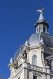madrid för katolsk kyrka för domkyrka för almudenaarkitektur härlig klosterbroder spain Royaltyfri Fotografi