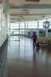 Madrid-Flughafen mit Passagier Stockbilder