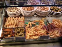 Madrid havsmat i Mercado de San Miguel Arkivfoto