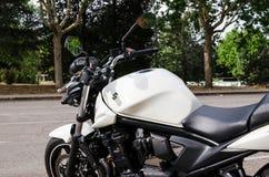 7 Madrid-JULI, 2014: Witte Suzuki Bandit-motor Seat-mening Royalty-vrije Stock Afbeelding