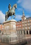 Madrid - Piazza-Bürgermeister im Morgenlicht mit der Statue von Philips III lizenzfreies stockbild