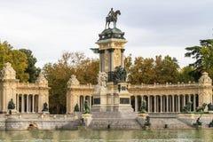 Madrid Retiro parkerar monumentet Arkivfoto