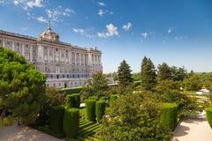 Madrid Royal Palace und Sabatini-Gärten stockfotos