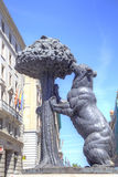 madrid Sculpture et manteau des bras de l'ours et du Strawberr Image stock