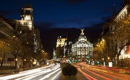 Madrid - se från Plaza de Cibeles i skymning till den Cale de Alcala gatan Royaltyfria Foton