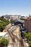 Madrid sikt, med järnvägsstationen för prins Pio och den kungliga slotten Royaltyfri Foto