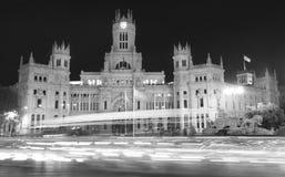 Madrid som är i stadens centrum vid natt cibeles de springbrunn madrid plaza spain spain Royaltyfri Foto