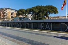 MADRID, SPAGNA - 21 GENNAIO 2018: Fontana a Plaza de Colon in città di Madrid Fotografia Stock Libera da Diritti