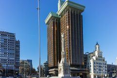 MADRID, SPAGNA - 21 GENNAIO 2018: Il monumento a Columbus ed a Columbus si eleva a Plaza de Colon in città di Madrid Immagine Stock