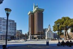 MADRID, SPAGNA - 21 GENNAIO 2018: Il monumento a Columbus ed a Columbus si eleva a Plaza de Colon in città di Madrid Immagine Stock Libera da Diritti