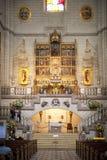 MADRID, SPAGNA - 28 MAGGIO 2014: Altare dorato nella cattedrale di Santa Maria la Real de La Almudena, Madrid, Spagna Fotografia Stock