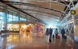 MADRID, SPAGNA - 28 MAGGIO 2014: Interno dell'aeroporto di Madrid, aria aspettante di partenza Fotografia Stock Libera da Diritti