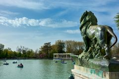 Big Pond and statue in Retiro Park Royalty Free Stock Photography