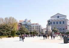 """Madrid/Spanien †""""03 03 2019: Fyrkant madrid Spanien för Plazaorienteoriente med den de Phillipe V statyn arkivfoto"""
