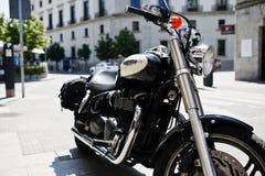 Madrid, Spanien - 24. August 2017: schwarzes Motorrad Triumph auf Lizenzfreies Stockfoto