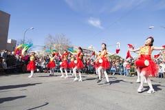Madrid Spanien, det kinesiska nya året ståtar i den Usera grannskapen arkivfoto