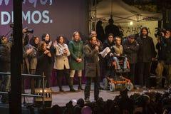 Madrid, Spanien - 20. Dezember 2015 - Podemos-Parteikandidaten, die mit Menge sprechen Lizenzfreie Stockfotografie