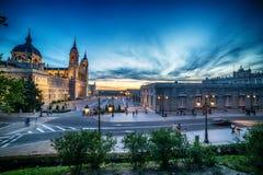 Madrid, Spanien: die Kathedrale der Heiliger Maria das Ryoal von La Almudena stockfotografie