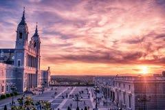 Madrid, Spanien: die Kathedrale der Heiliger Maria das Ryoal von La Almudena lizenzfreies stockbild