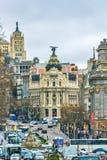 Madrid, Spanien - 13. Februar 2014: Autos, die auf das Gran über überschreiten, Stockbild