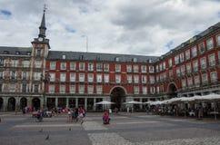 MADRID, SPANIEN - 4. JULI: Bürgermeisterpiazza in Madrid in einer schönen Summe stockbild