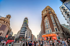 MADRID SPANIEN - JULI 2, 2016: Plaza del Callao - stadsfyrkanten Royaltyfri Bild