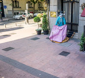Madrid Spanien - Juni 17: En tjur klädde som en matador i Madri Royaltyfri Foto