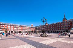 Madrid Spanien - Juni 3, 2013: Plazaborgmästare, den huvudsakliga fyrkanten i staden av Madrid arkivbild