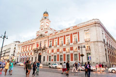 MADRID SPANIEN - JUNI 23, 2015: Verklig Casa de Correos fotografering för bildbyråer