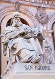 MADRID, SPANIEN - 11. MÄRZ 2013:: Heiliges Isidore von Sevilla vom Portal des nationalen archäologischen Museums von Spanien Lizenzfreie Stockbilder
