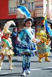 Madrid, Spanien, am 2. März 2019: Karnevalsparade, Mädchen vom bolivianischen Tanzteamtanzen mit typischem Kostüm lizenzfreie stockfotos