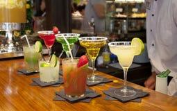 MADRID, SPANIEN - 28. Mai 2014 Cocktails und Auffrischungsalkoholiker s trinkt in Markt Mercado San Miguel, berühmter Lebensmitte Lizenzfreie Stockfotografie